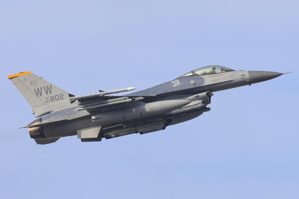 norimotoさんのアメリカ空軍 General Dynamics F-16 Fighting Falcon (90-0802) 航空フォト