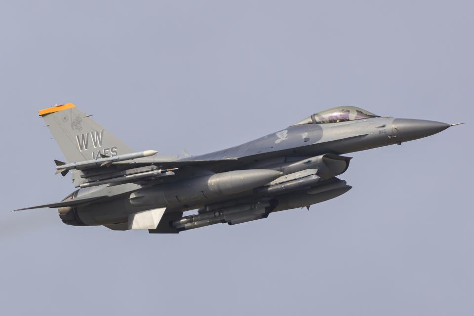 norimotoさんのアメリカ空軍 General Dynamics F-16 Fighting Falcon (90-0825) 航空フォト