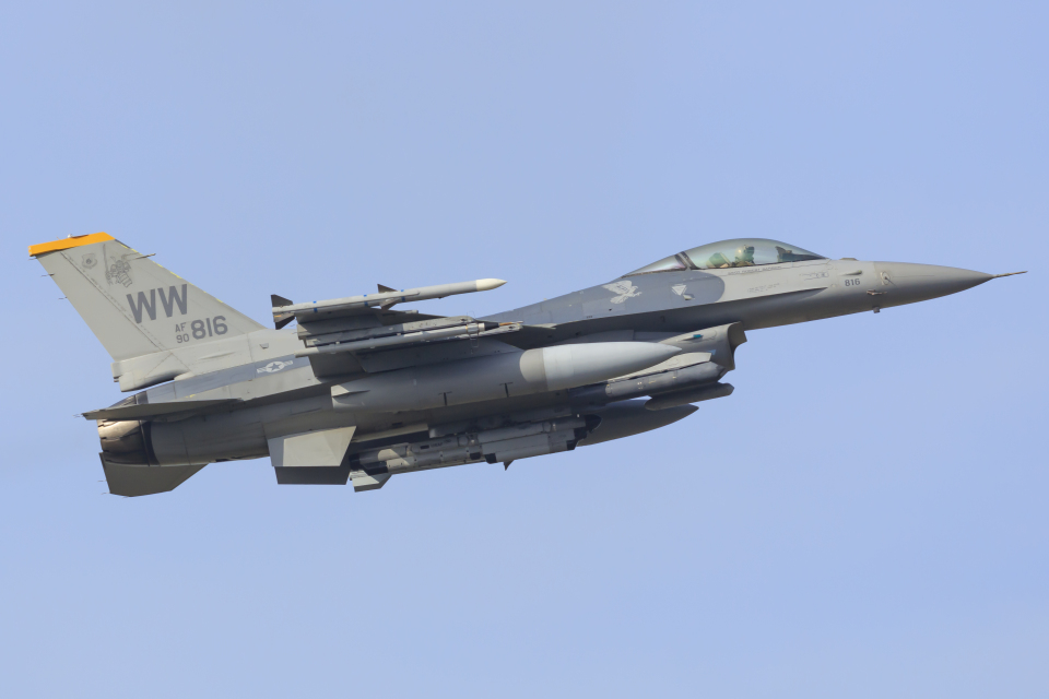 norimotoさんのアメリカ空軍 General Dynamics F-16 Fighting Falcon (90-0816) 航空フォト