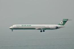 天王寺王子さんが、香港国際空港で撮影したエバー航空 MD-90-30の航空フォト(飛行機 写真・画像)