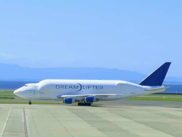 morirさんが、中部国際空港で撮影したボーイング 747-4H6(LCF) Dreamlifterの航空フォト(飛行機 写真・画像)