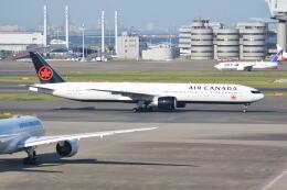 LEGACY-747さんが、羽田空港で撮影したエア・カナダ 777-333/ERの航空フォト(飛行機 写真・画像)