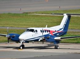 くつおばけくんさんが、秋田空港で撮影した日本法人所有 B200 Super King Airの航空フォト(飛行機 写真・画像)