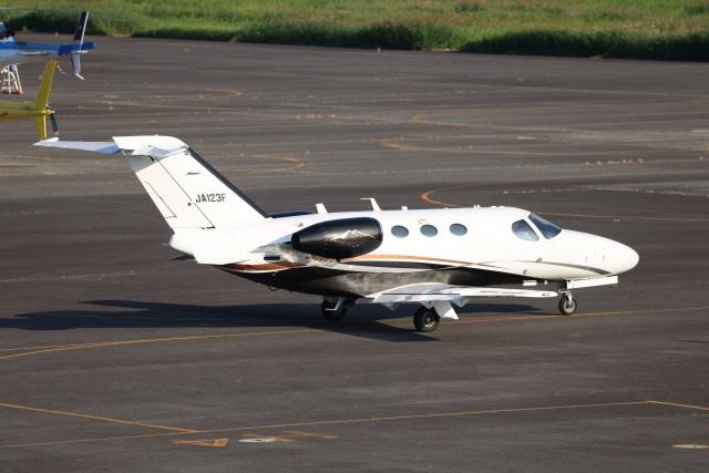 MIRAGE E.Rさんが、岡南飛行場で撮影した日本法人所有 510 Citation Mustangの航空フォト(飛行機 写真・画像)