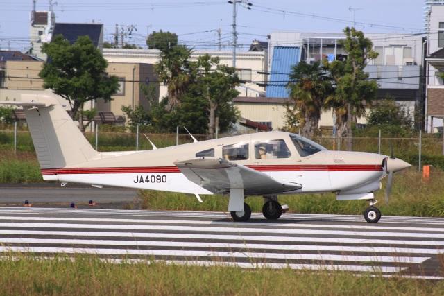 けいとパパさんが、八尾空港で撮影した日本個人所有 PA-28RT-201T Turbo Arrow IVの航空フォト(飛行機 写真・画像)