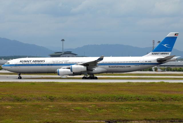 クウェート航空 Airbus A340-300...