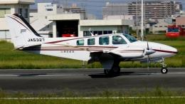 航空見聞録さんが、八尾空港で撮影した朝日航空 58 Baronの航空フォト(飛行機 写真・画像)