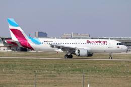 chrisshoさんが、シュトゥットガルト空港で撮影したユーロウイングス A320-214の航空フォト(飛行機 写真・画像)