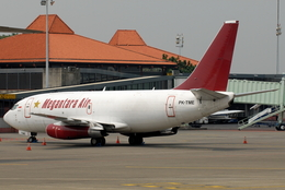 jun☆さんが、スカルノハッタ国際空港で撮影したメガンタラ・エア 737-209/Adv(F)の航空フォト(飛行機 写真・画像)