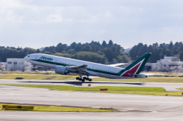 Y-Kenzoさんが、成田国際空港で撮影したアリタリア航空 777-243/ERの航空フォト(飛行機 写真・画像)