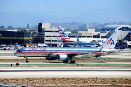 まいけるさんが、ロサンゼルス国際空港で撮影したアメリカン航空 757-223の航空フォト(飛行機 写真・画像)