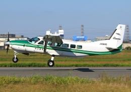 LOTUSさんが、八尾空港で撮影した共立航空撮影 208 Caravan Iの航空フォト(飛行機 写真・画像)