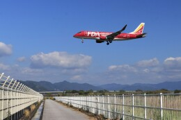 musashiさんが、高知空港で撮影したフジドリームエアラインズ ERJ-170-200 (ERJ-175STD)の航空フォト(飛行機 写真・画像)