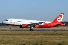 chrisshoさんが、シュトゥットガルト空港で撮影したエア・ベルリン A320-214の航空フォト(飛行機 写真・画像)