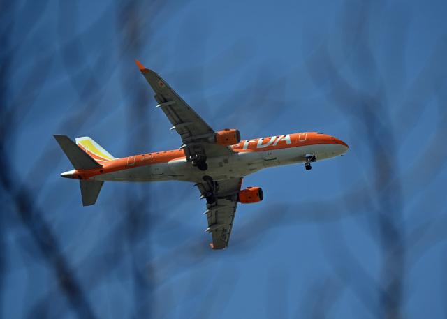 がいなやつさんが、福岡空港で撮影したフジドリームエアラインズ ERJ-170-200 (ERJ-175STD)の航空フォト(飛行機 写真・画像)