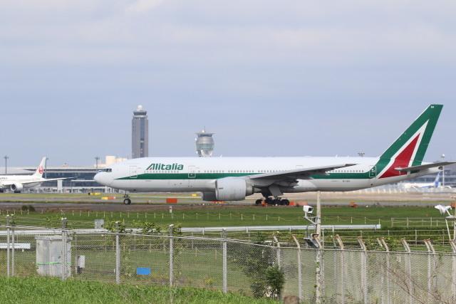 airdrugさんが、成田国際空港で撮影したアリタリア航空 777-243/ERの航空フォト(飛行機 写真・画像)
