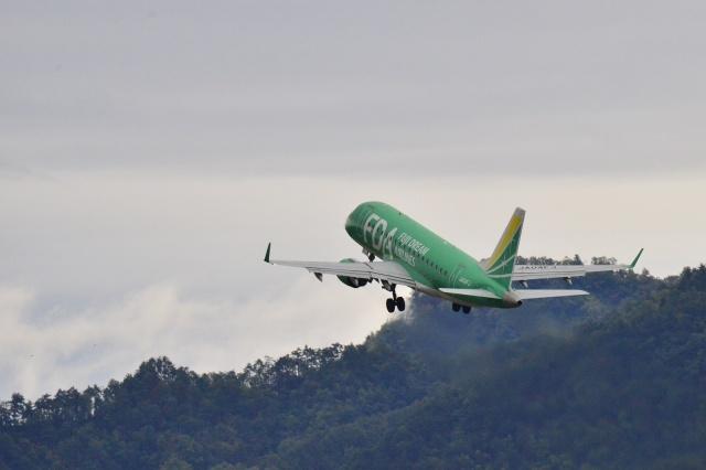 もえちゃんさんが、山形空港で撮影したフジドリームエアラインズ ERJ-170-100 SU (ERJ-170SU)の航空フォト(飛行機 写真・画像)
