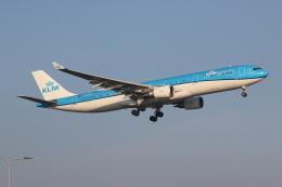 NIKEさんが、アムステルダム・スキポール国際空港で撮影したKLMオランダ航空 A330-303の航空フォト(飛行機 写真・画像)