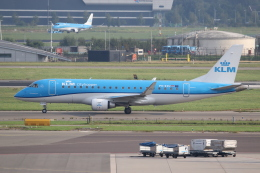 NIKEさんが、アムステルダム・スキポール国際空港で撮影したKLMシティホッパー ERJ-170-200 (ERJ-175STD)の航空フォト(飛行機 写真・画像)