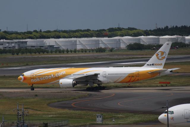 Love NRTさんが、成田国際空港で撮影したノックスクート 777-212/ERの航空フォト(飛行機 写真・画像)