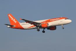 NIKEさんが、アムステルダム・スキポール国際空港で撮影したイージージェット A320-214の航空フォト(飛行機 写真・画像)