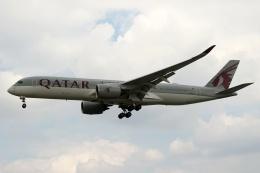 採れたてほしいもさんが、ロンドン・ヒースロー空港で撮影したカタール航空 A350-941の航空フォト(飛行機 写真・画像)