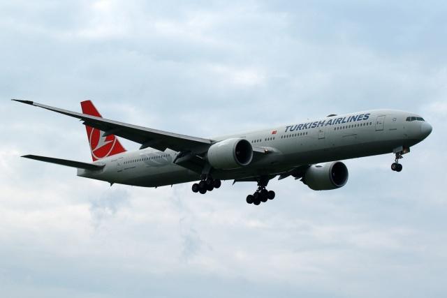 採れたてほしいもさんが、ロンドン・ヒースロー空港で撮影したターキッシュ・エアラインズ 777-3F2/ERの航空フォト(飛行機 写真・画像)