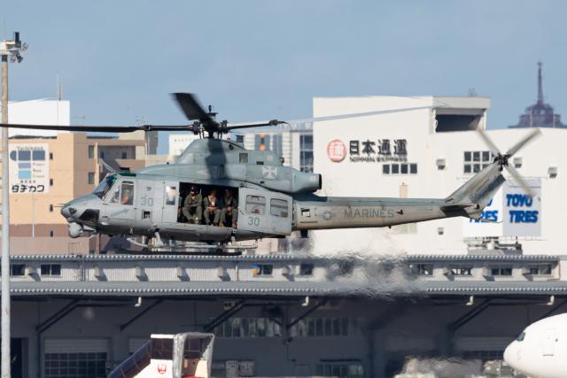 (新)ふぁんとむ改さんが、福岡空港で撮影したアメリカ海兵隊 UH-1Y Venomの航空フォト(飛行機 写真・画像)