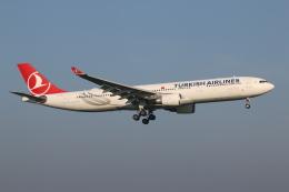 NIKEさんが、アムステルダム・スキポール国際空港で撮影したターキッシュ・エアラインズ A330-303の航空フォト(飛行機 写真・画像)