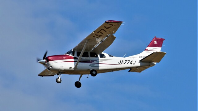 hidetsuguさんが、札幌飛行場で撮影した日本航空学園 T206H Turbo Stationairの航空フォト(飛行機 写真・画像)