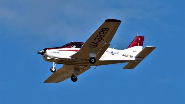 hidetsuguさんが、札幌飛行場で撮影した日本航空学園 PA-28-161 Cherokee Warrior IIの航空フォト(飛行機 写真・画像)