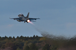 ばとさんが、茨城空港で撮影した航空自衛隊 F-2Bの航空フォト(飛行機 写真・画像)