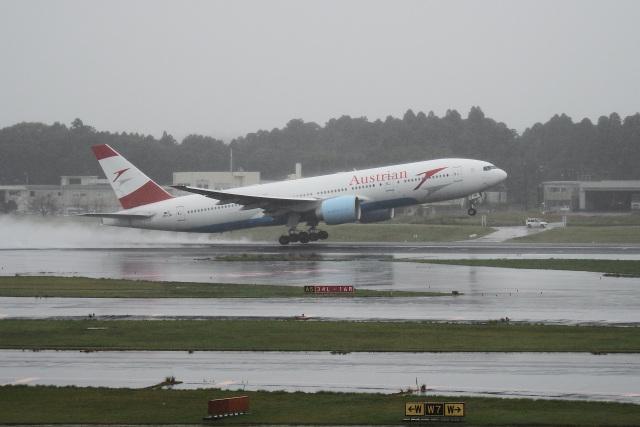 飛行機ゆうちゃんさんが、成田国際空港で撮影したオーストリア航空 777-2Z9/ERの航空フォト(飛行機 写真・画像)