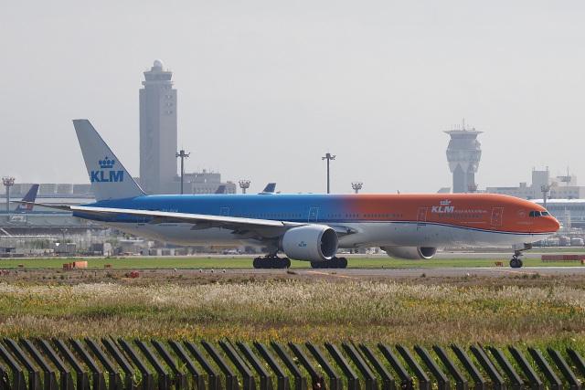 飛行機ゆうちゃんさんが、成田国際空港で撮影したKLMオランダ航空 777-306/ERの航空フォト(飛行機 写真・画像)