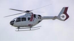 航空見聞録さんが、神戸空港で撮影した学校法人ヒラタ学園 航空事業本部 EC135P3の航空フォト(飛行機 写真・画像)