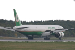 木人さんが、成田国際空港で撮影したエバー航空 777-35E/ERの航空フォト(飛行機 写真・画像)