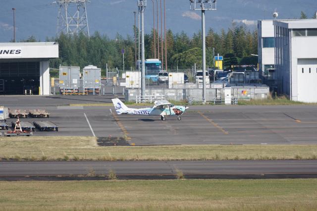 神宮寺ももさんが、高松空港で撮影したヨコタ・アエロ・クラブ 172F Skyhawkの航空フォト(飛行機 写真・画像)