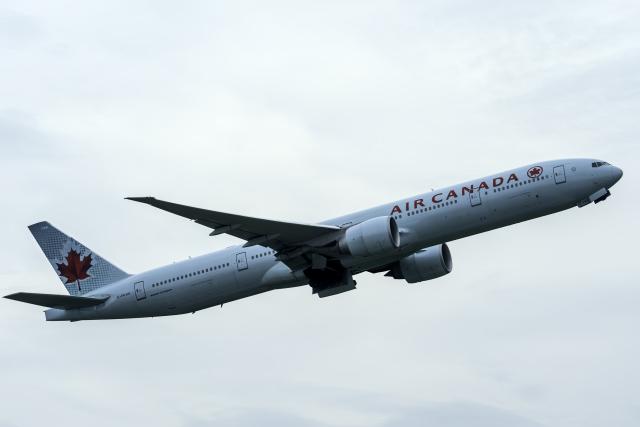 K.Sさんが、成田国際空港で撮影したエア・カナダ 777-333/ERの航空フォト(飛行機 写真・画像)