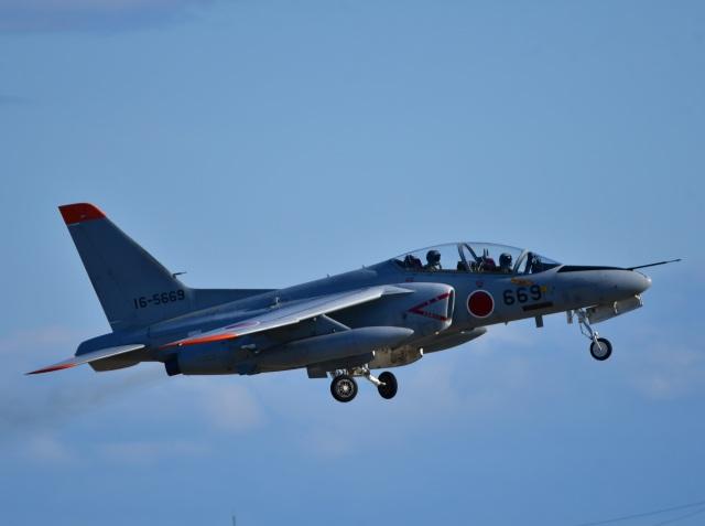 くつおばけくんさんが、松島基地で撮影した航空自衛隊 T-4の航空フォト(飛行機 写真・画像)