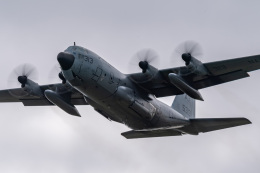 jr2rqcさんが、厚木飛行場で撮影したアメリカ海軍 C-130 Herculesの航空フォト(飛行機 写真・画像)