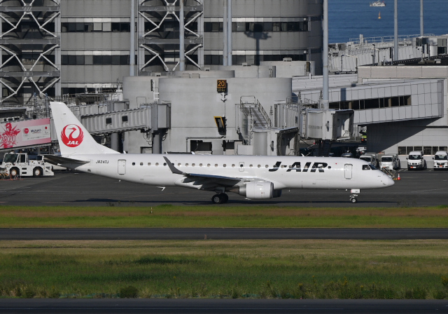 雲霧さんが、羽田空港で撮影したジェイエア ERJ-190-100(ERJ-190STD)の航空フォト(飛行機 写真・画像)