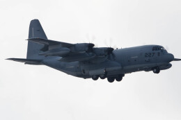 Koenig117さんが、嘉手納飛行場で撮影したアメリカ海兵隊 KC-130J Herculesの航空フォト(飛行機 写真・画像)