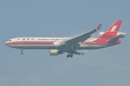 Deepさんが、成田国際空港で撮影した上海航空 MD-11Fの航空フォト(飛行機 写真・画像)