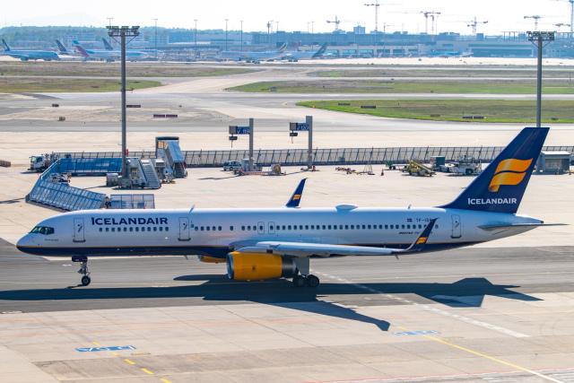 gomaさんが、フランクフルト国際空港で撮影したアイスランド航空 757-256の航空フォト(飛行機 写真・画像)