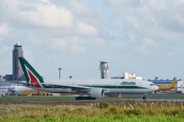 IMP.TIさんが、成田国際空港で撮影したアリタリア航空 777-243/ERの航空フォト(飛行機 写真・画像)