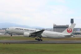 なかすぃ~さんが、伊丹空港で撮影した日本航空 777-246/ERの航空フォト(飛行機 写真・画像)