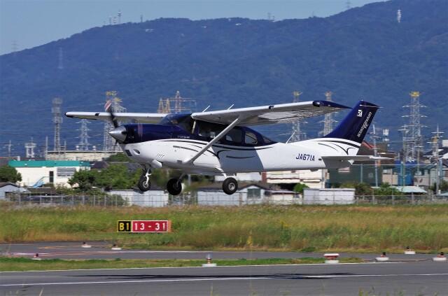 mild lifeさんが、八尾空港で撮影した協同測量社 T206H Turbo Stationair TCの航空フォト(飛行機 写真・画像)
