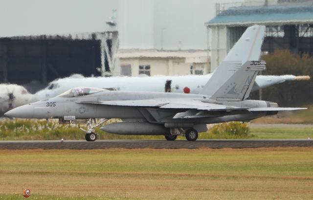 チャレンジャーさんが、厚木飛行場で撮影したアメリカ海軍 F/A-18E Super Hornetの航空フォト(飛行機 写真・画像)