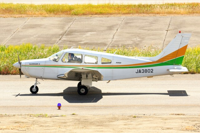 デデゴンさんが、岡南飛行場で撮影した日本個人所有 PA-28-161 Warrior IIの航空フォト(飛行機 写真・画像)