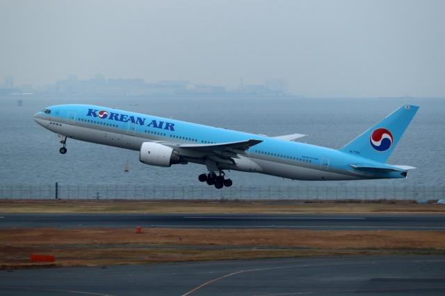 採れたてほしいもさんが、羽田空港で撮影した大韓航空 777-2B5/ERの航空フォト(飛行機 写真・画像)